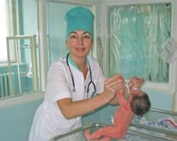 Клиника современной медицины в Благовещенске (врач с ребенком)