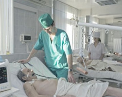 Клиника современной медицины в Благовещенске (врач за работой)